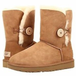 UGG • short bailey button boots